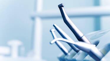 Zahnärztliche Übertragungsinstrumente und Multifunktionspritze